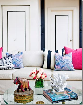 декорирование комнаты-покраска деталей в синий цвет