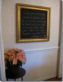 гряифельная доска в раме в рождественскими стихами