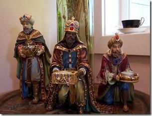 деревянные ракрашенные рождественские статуэтки