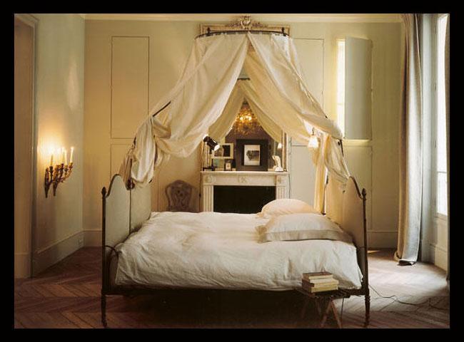 спальня кровать с балдахином дизайн Тристан Ауэр