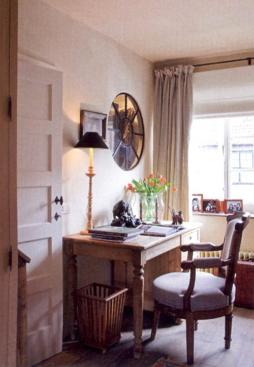 интерьер дома бельгийского дизайнера - рабочий уголок
