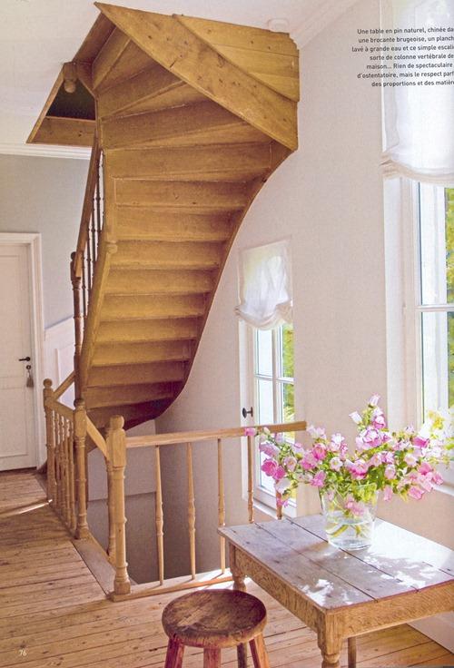 интерьер от бельгийского дизайнера - вид на лестницу