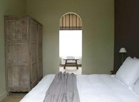 типичный интерьер спальни в бельгийском стиле