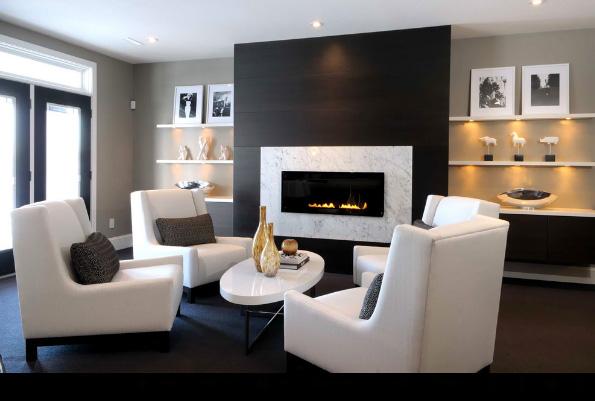 газовый камин и белые кресла в современном интерьере