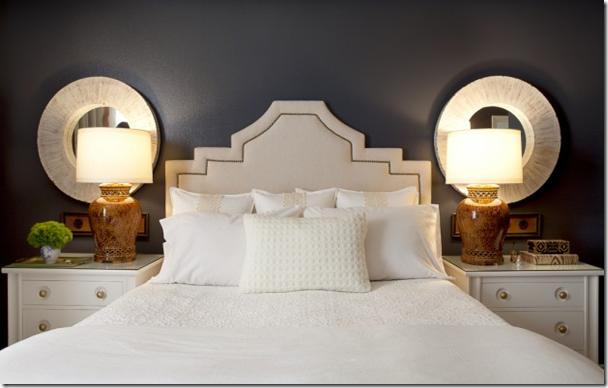 белое тканевое изголовье кровати на темном фоне