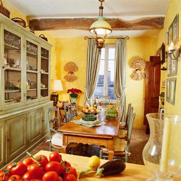 Кухня в стиле прованс окрашенная желтым
