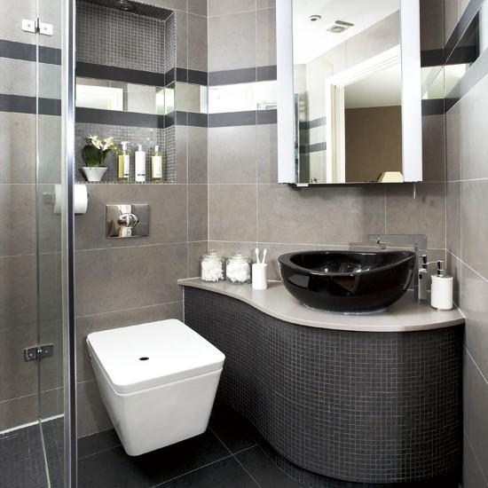 Темно-серые цвета плитки в маленьком помещении санузла