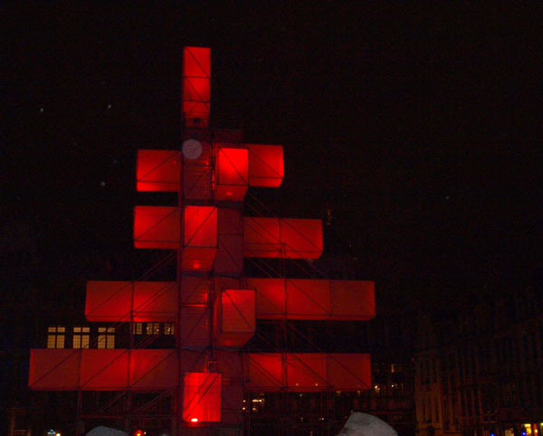 новогодняя елка 2013 в Брюсселе красная