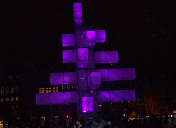 новогодняя елка 2013 в Брюсселе фиолетовая