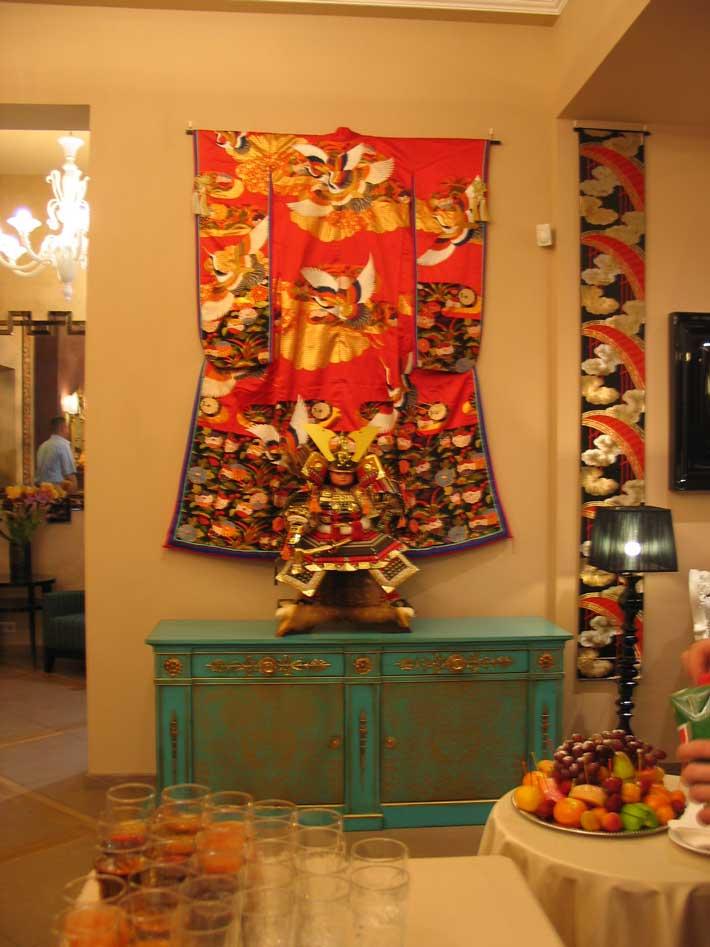 японские свадебные кимоно и пояса оби в интерьере