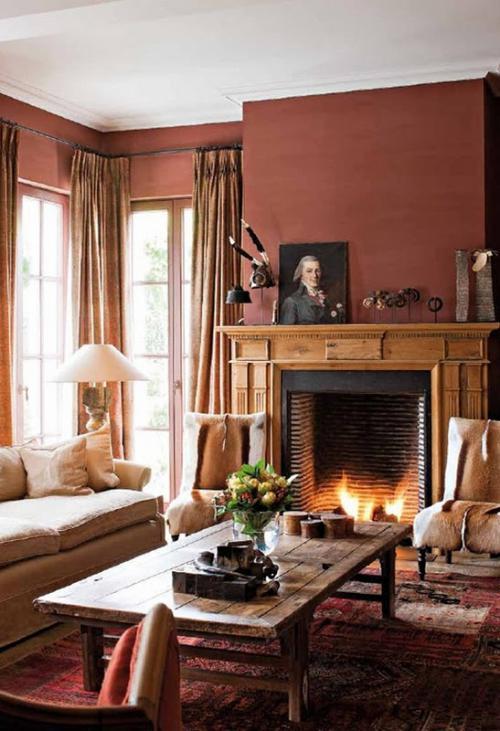 Терракотовая гостиная с камином в бельгийском интерьере