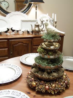 рождественское деревце на празничном столе
