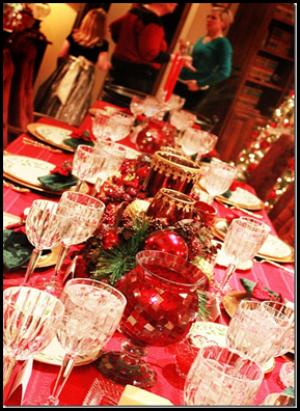 красный в декоре праздничного стола