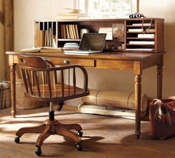 домашний офис - бюро с крутящимися стулом
