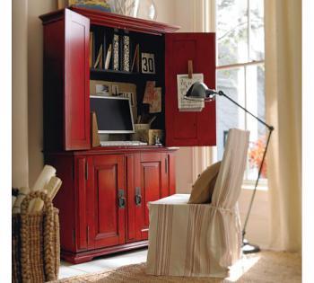 домашнее рабочее место в кращеном красном шкафу