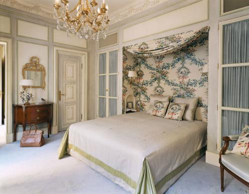 Классическая спальня в дворцовом стиле