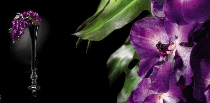 сиреневые искусственные цветы в вазе VG