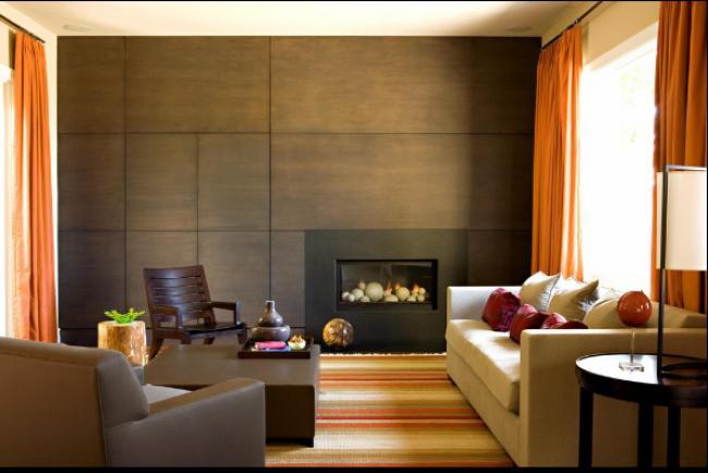 газовый камин в стене, обшитой деревянными панелями