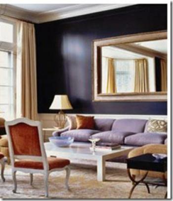 темно-фиолетовый с белым в гостиной