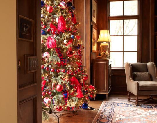как украсить дом к Новому Году - елка в гостиной